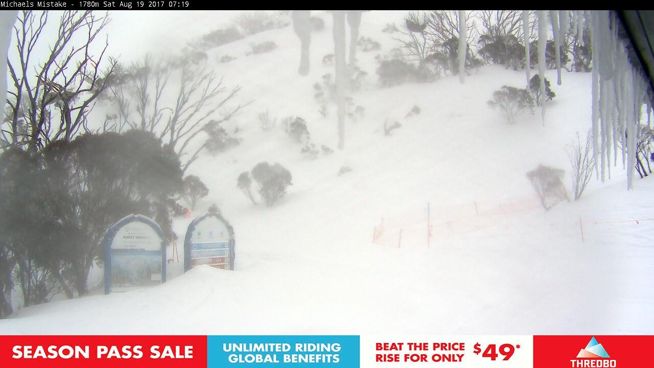 thredbo-snow-pole-1503091503.jpg