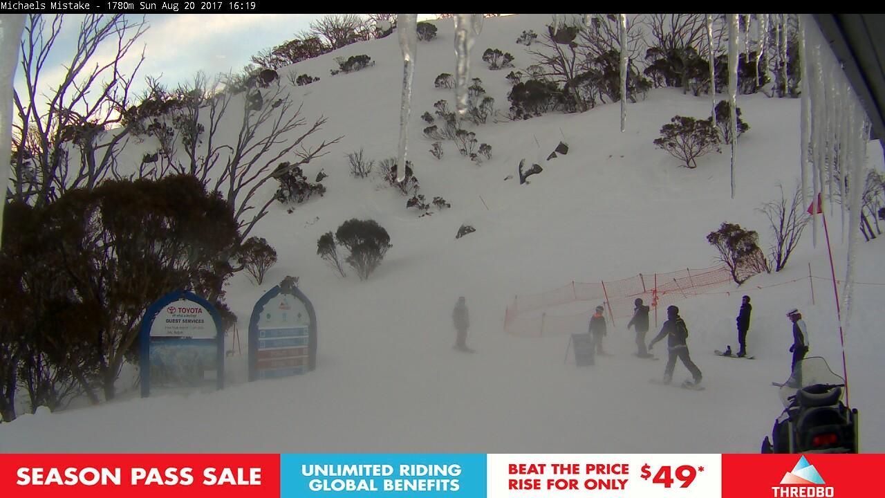 thredbo-snow-pole-1503210304.jpg