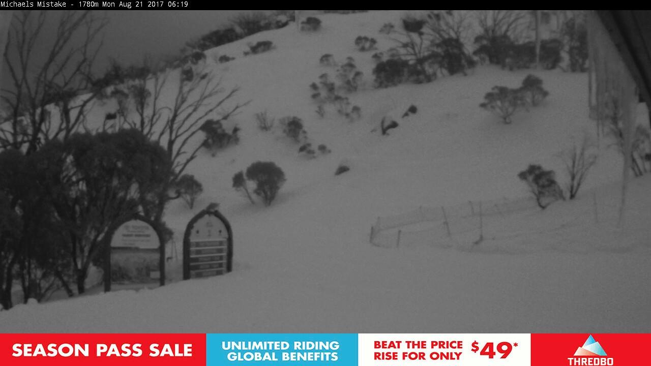 thredbo-snow-pole-1503260703.jpg