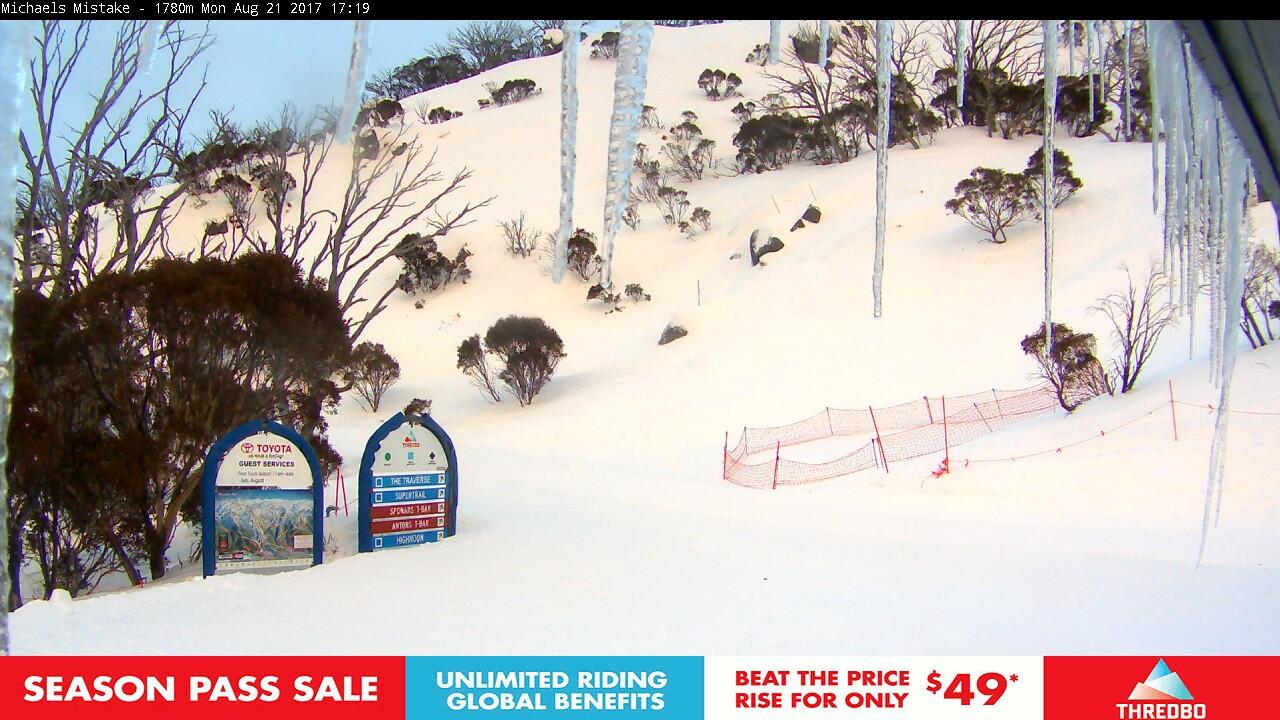 thredbo-snow-pole-1503300303.jpg